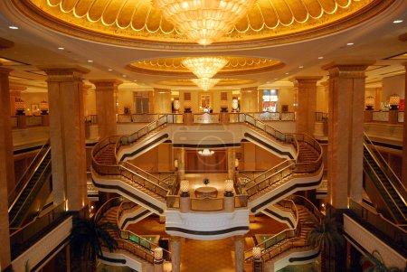 The luxury emirates palace hotel in Abu Dhabi (Uni...