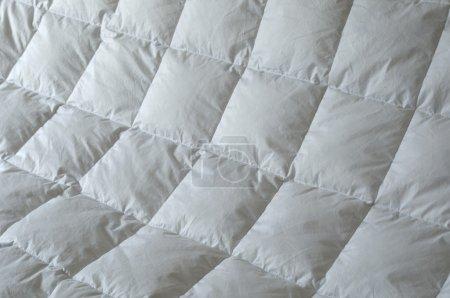 Photo pour Détail de douillette en duvet avec carrés blancs - image libre de droit