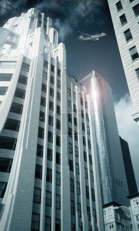 Photo pour Urbanité architecturale des immeubles de grande hauteur menant jusqu'à un certain point les focul sur les sommets des gratte-ciel réfléchissant en acier avec un avion volant entre - image libre de droit