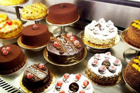 Photo pour Une variété italienne de gâteaux décorés différents - image libre de droit
