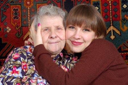 Grand-mère et petite-fille