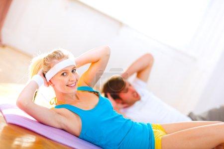 making abdominal crunch in gym