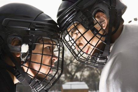 Hockey sur glace confrontation .