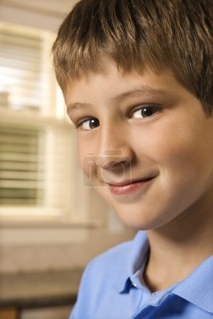 Photo pour Portrait d'enfant pré-ADO caucasien. - image libre de droit