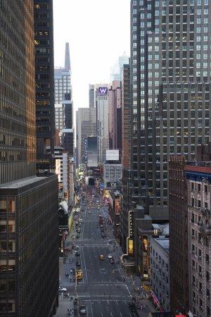 Photo pour Rue de New York avec gratte-ciel . - image libre de droit