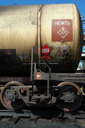 """Photo pour La Russie. Chemins de fer russes. """"Compagnie des chemins de fer russes"""". Train pétrolier en vrac. Le wagon-citerne avec du pétrole brut - image libre de droit"""