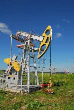 Russia.Oil production on the oilfield