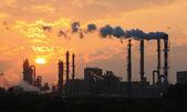 """Постер, картина, фотообои """"Загрязнение воздуха, дым из трубы и фабрика"""""""