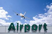 Mraky letadlo a letiště znamení