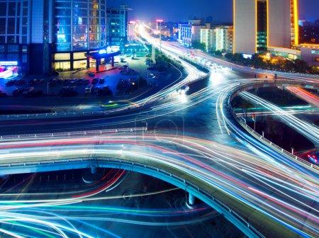 Foto de Puente de los senderos de luz, bellas curvas. - Imagen libre de derechos