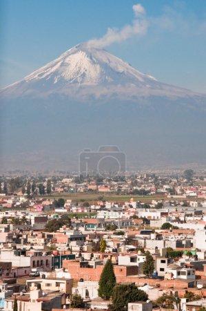 Foto de Volcán Popocatépetl visto desde Cholula (México) - Imagen libre de derechos