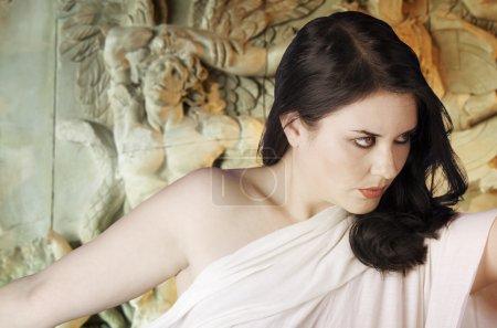 musa griechische Mythologie. Weibchen mit weißem Schleier, Reliefs und Skulpturen