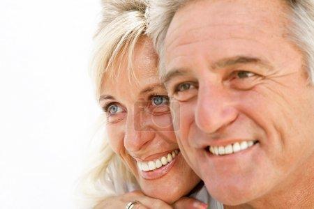 Photo pour Portrait d'un heureux couple romantique - image libre de droit