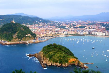 "The ""Concha"" gulf in the city of San Sebastian, Spain"