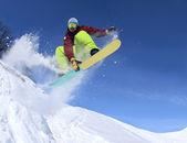 Snowboardista na obloze