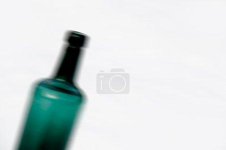 verschwommene grüne Flasche