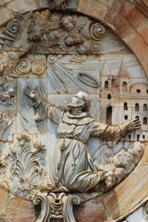 Photo pour Détail architectural sur la façade d'Igreja de Sao Francisco de Assis, Ouro Preto, Minas, Brésil Construit entre 1771 et 1774 par Aleijadinhos - image libre de droit