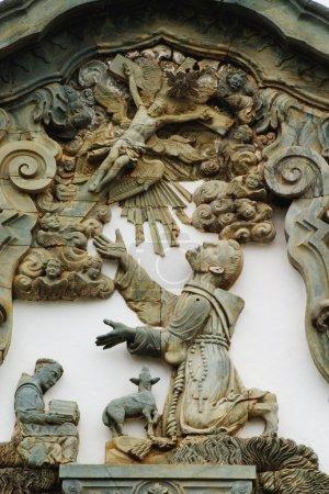 Photo pour Détail architectural sur la façade d'Igreja de Sao Francisco de Assis, Ouro Preto, Minas, Brésil Construit en 1774 a été considéré comme le chef-d'œuvre d'Aleijadinhos - image libre de droit
