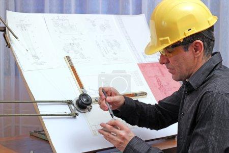 junger männlicher Ingenieur - Qualitätsinspektor