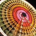Постер, плакат: Long exposure of a Ferris Wheel ride at night