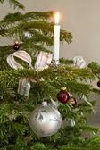 Vánoční dekorace s hořící svíčka