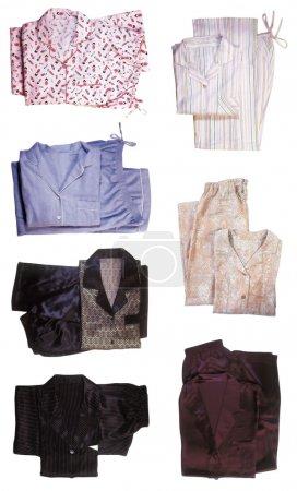 Photo pour Sept paires de pyjamas isolés sur fond blanc - image libre de droit