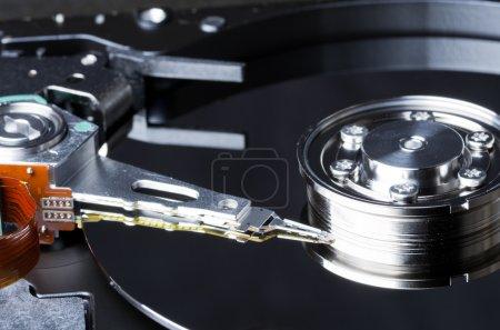 Photo pour Le plateau et les internes d'un disque dur d'ordinateur - image libre de droit