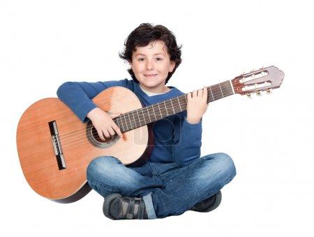 Photo pour Étudiante en musique la guitare isolé sur un fond blanc - image libre de droit