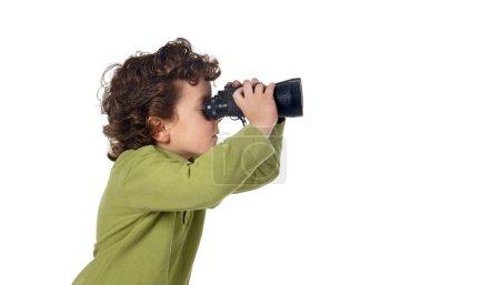 Photo pour Garçon adorable espion avec jumelles isolé sur blanc - image libre de droit