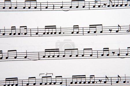 Photo pour Photo de notes de musique sur une partition - image libre de droit