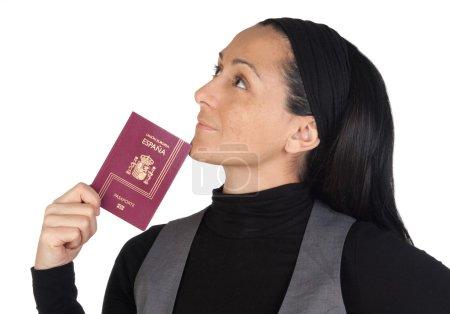Photo pour Belle femme avec une pensée de passeport isolée sur fond blanc - image libre de droit