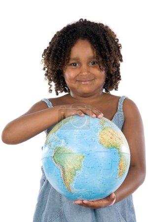 Photo pour Nous devons protéger notre planète. belle fille sur fond blanc pour atterrir dans les mains - image libre de droit