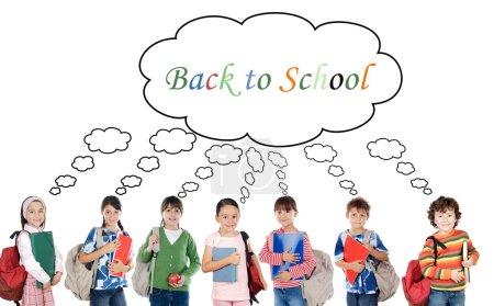Photo pour Beaucoup d'enfants étudiants retournent à l'école sur un fond blanc - image libre de droit