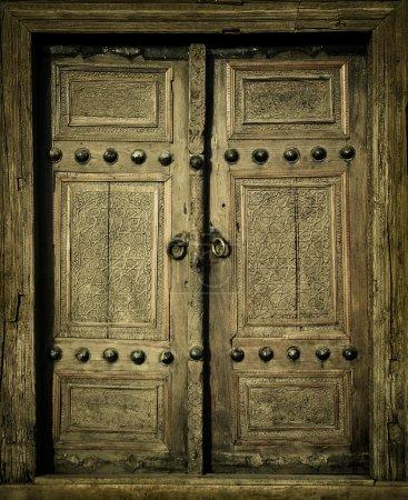 Foto de Imagen cercana de puertas antiguas - Imagen libre de derechos