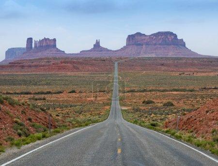 Photo pour The Road to Monument Valley, Utah, États-Unis - image libre de droit