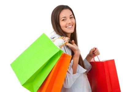 Photo pour Jeune femme séduisante tenant quelques sacs à provisions. - image libre de droit