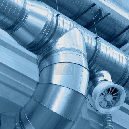 Photo pour Système de tuyaux de ventilation - image libre de droit