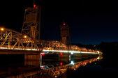 Zvedněte most v noci