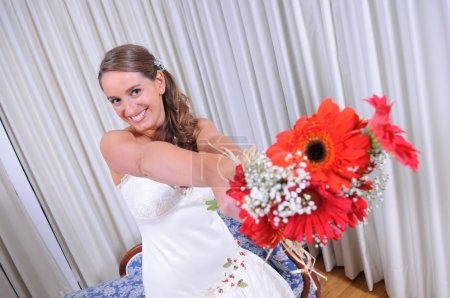 Happy bride with her ​​bouquet