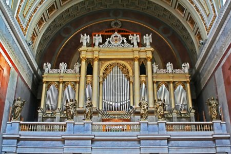 Organ and statues surounded it in cathedral
