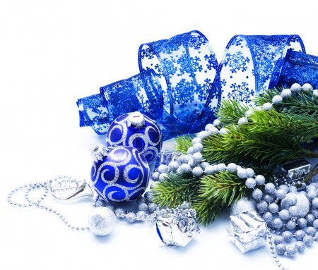 Photo pour Décorations de Noël sur blanc - image libre de droit