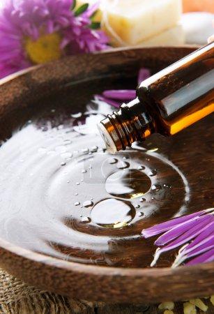 Photo pour Aromathérapie. huile essentielle. cure thermale - image libre de droit