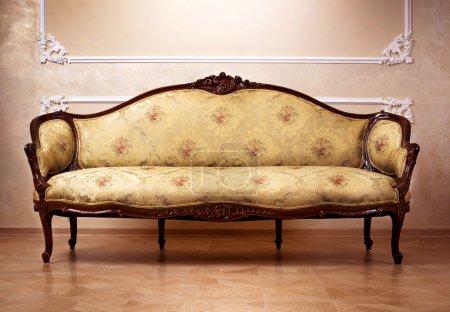 Photo pour Intérieur de luxe. Meubles sculptés - image libre de droit