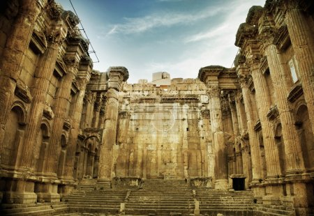 Photo pour Ancien temple romain de Baalbek, Liban - image libre de droit