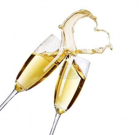 Photo pour Deux verres à champagne avec éclaboussure abstraite - image libre de droit