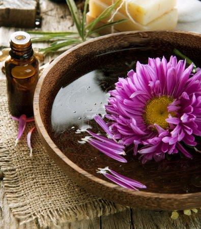 Photo pour Aromathérapie. huile essence. cure thermale - image libre de droit