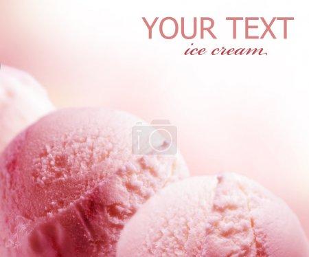 Photo pour Fraise frontière de crème glacée - image libre de droit