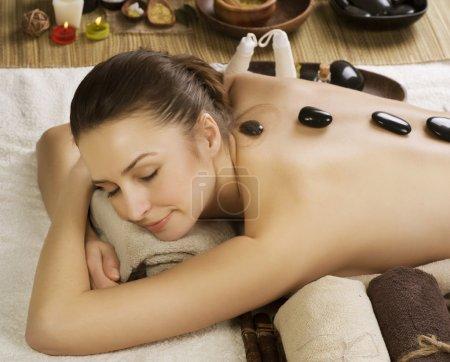 Photo pour Massage aux pierres woman.hot Spa - image libre de droit