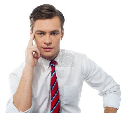 Stilvolles Porträt eines gutaussehenden Geschäftsführers