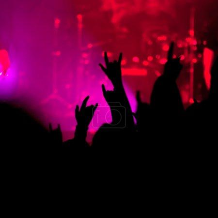 Photo pour Concert. contour des fans - image libre de droit